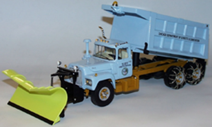 "Mack R-600 Dump Truck with snow plow ""Chicago"""