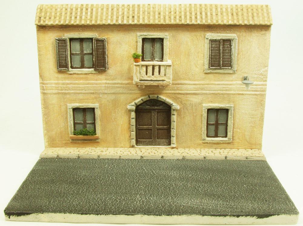 Mediterrane h userfront mit balkon und laterne dio024 1 for Balkon laterne