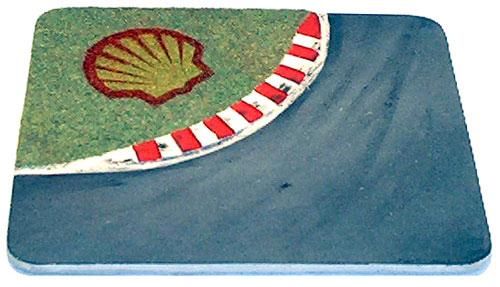 Kurve mit Shell Werbung