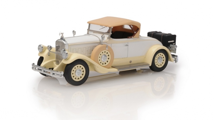 1930 Pierce Arrow Model B roadster - top up
