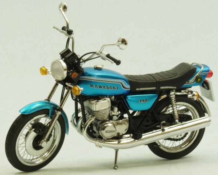Kawasaki 750 H2 Mach IV 1972 highly detailed, real wire wheels
