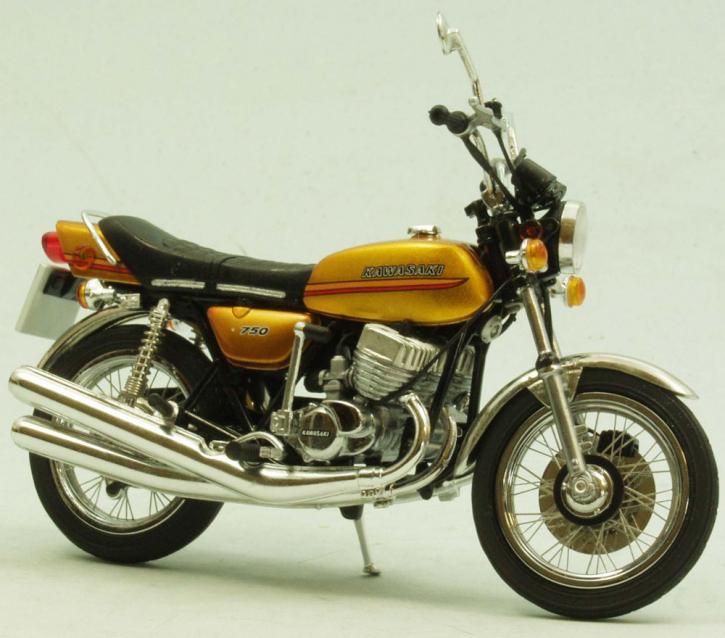 Kawasaki 750 H2A Mach IV 1973 highly detailed, real wire wheels