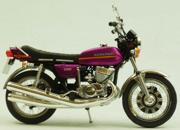 Kawasaki 750 H2A Mach IV 1973 sehr detailiertes Modell mit richtigen Speichenfelgen